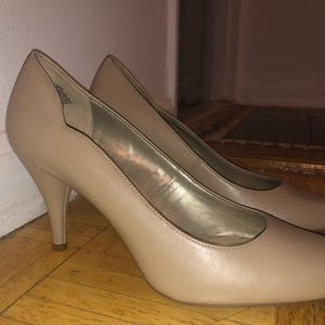 Bandolino Tan Pumps Heels - For Work or Casual